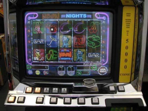 Kasinoautomaatti Neon nights