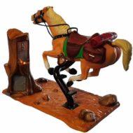 Iso hevonen-keinuautomaatti