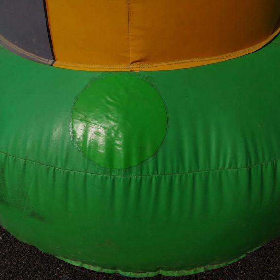 Iso Kirahvi-pomppulinna
