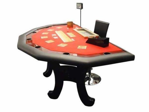 Täysikokoinen Red Dog -pöytä