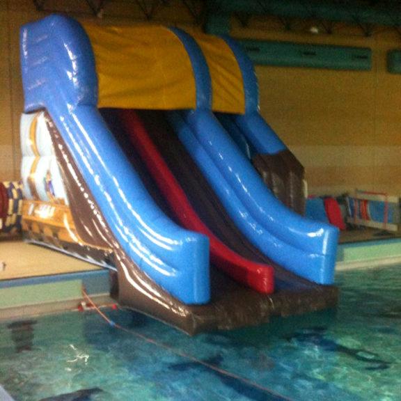 Liukumäki uimahalliin